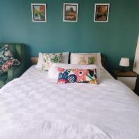 green cassea studio apartment Casa de Parco near ICE & AEON netflix wifi available, hotel in Samporo