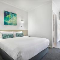 Nightcap at Skyways Hotel, hotel near Essendon Fields Airport - MEB, Melbourne