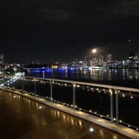 Luxury Penthouse 180Degree waterview PRIVATE DECK Sydney Olympic Park