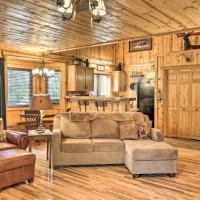 Cabin on Table Rock Lake with Hot Tub and Fire Pit!, hotel in Blue Eye