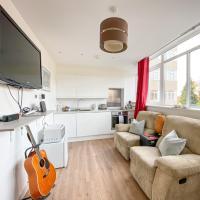 Wonderfully Presented One Bedroom Epsom Apartment, hotel in Epsom