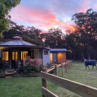 Ionaforest Yurt & Shepherds Hut, hotel in Wingello