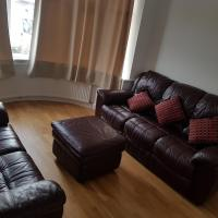 Cosy relaxing 4 bed Home with 2 parking Space