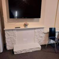 MANCHESTER BRIGHT AND SPACIOUS DOUBLE ROOM-1