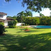 Villa Hacienda De La Luna-A 3 minutos de la Playa, hotel in Río San Juan