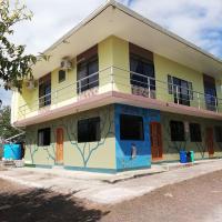 Cucuve Eco Hostal, hotel em Puerto Baquerizo Moreno