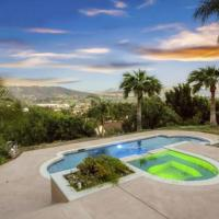 Hillside 2/2 Subdivided Home w/ Pool and Views!, hotel in San Marcos