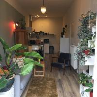 Mooie studio met eigen keuken, bad & dakterras.