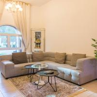 One Perfect Stay - 1BR Discovery Gardens