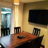 3 Bed House In Harrogate 2 Hot Tubs & Pet Freindly