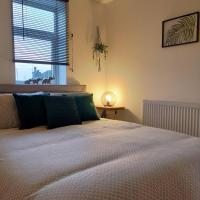 Stylish town centre apartment, hotel in Bootle