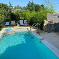 Pretty Holiday Home in Saint-Laurent-de-Carnols with Pool