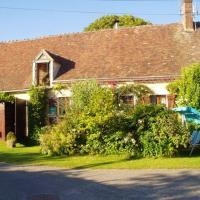 Maison d'une chambre a Perche en Noce avec jardin amenage et WiFi, hotel in Préaux