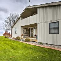 Houghton Lake Waterfront Getaway with Fire Pit!