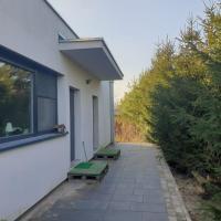 Maly apartament w zieleni blisko jeziora – hotel w mieście Środa Wielkopolska