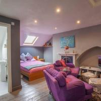 Self-contained, Large LOFT Space - WITH Ensuite