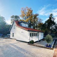 Cozy historical Cottage (Huisje HèHè)