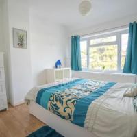 Bright and Sunny Double Room Near Heathrow Shuttle available