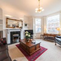 A very English 2 bedroom flat in Fulham