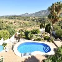 charming villa for 9 people distributed over 2 floors, private pool, hotel in Benichembla