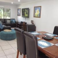 Leafy Nundah Townhouse, hotel near Brisbane Airport - BNE, Brisbane