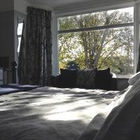 Wickham House Apartment, hotel in Fremington
