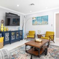 Modern Designer Home 3br-2ba, Full Kitchen, Near Beach, Heated Pool, Patio, BBQ, Private Yard, Peaceful Neighborhood, hotel in Fort Lauderdale