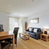 MODERN APARTMENT at SLOUGH STATION, LONDON IN 18 MINS!