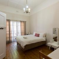 Green Elephant Backpackers, hotel in Observatory, Cape Town