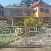 Holiday House, hotel near Sangster International Airport - MBJ, Montego Bay