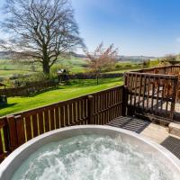 Douglas Fir Lodge with Hot Tub near Cupar Fife