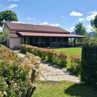 Apartment with 2 bedrooms in Trivigno with shared pool and WiFi、Trivignoのホテル