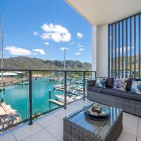 Absolute Waterfront Magnetic Island, hotel in Nelly Bay