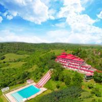 Caliraya Resort Club, hotel in Lumban