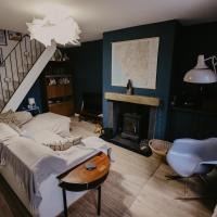 Unique, cosy, Lake District artist hideaway - 6 bd, hotel in Millom
