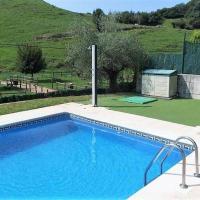 Cómodo duplex con piscina, mar y montaña, hotel in Oreña