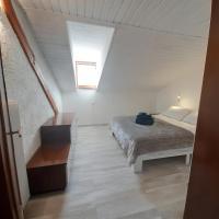 Ampia Mansarda a Dimaro in Val di Sole, hotel in Monclassico