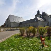 A charming cottage rich in history., hôtel à Mâcon