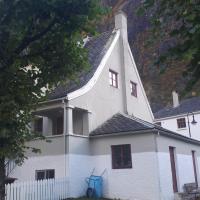 Fjordshelter- Cozy townhouse, hotel in Tyssedal