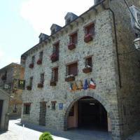 Hotel Villa Russell, hotel in Torla-Ordesa