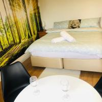 Quiet by M1- London - 8 min drive to Luton Airport