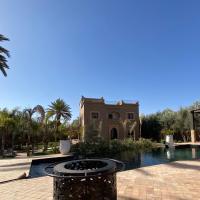 Villa avec jardin, piscine privée et services inclus