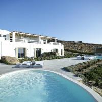 Villa in Paraga Sleeps 16 with Pool and Air Con, hotel in Paraga