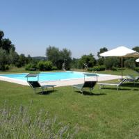 Classic Farmhouse in Sorano with Swimming Pool