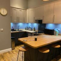 Stylish Tenby Apartment, Great Location, Parking