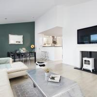 Penthouse Apartment, Sheffield City - with Parking and Balcony