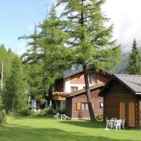 Cozy Chalet in Meiggerli with Garden, hotel in Saas-Balen