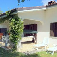 Serene Villa in Travesio with Private Pool, hotel a Travesio