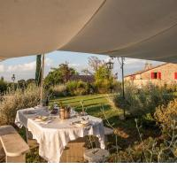 Scenic Holiday Home in Civitella Paganico with Pool, hotel in Pari