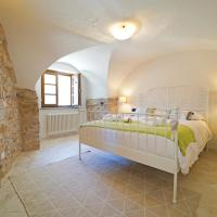 Licciana Nardi Villa Sleeps 6 with Pool and Air Con